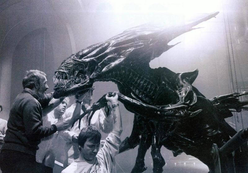 Movies_grayscale_xenomorph_alien_queen_movie_making-of_monochrome_desktop_1996x1397_hd-wallpaper-669042