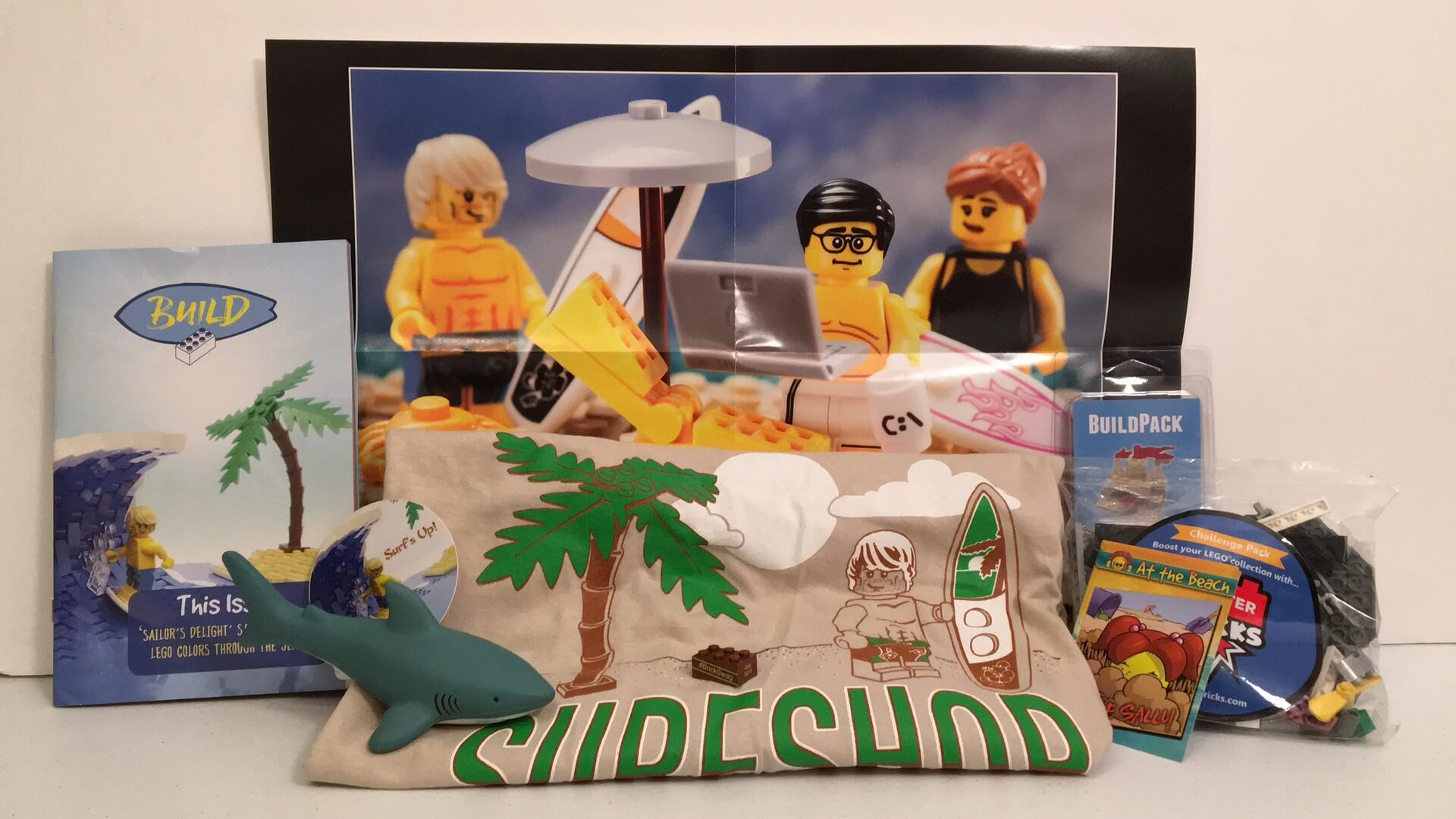 Brick Builders Club:  July 2016 Review - Surfing/Beach