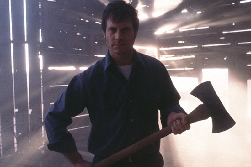 Bill Paxton holding an axe in Fraility