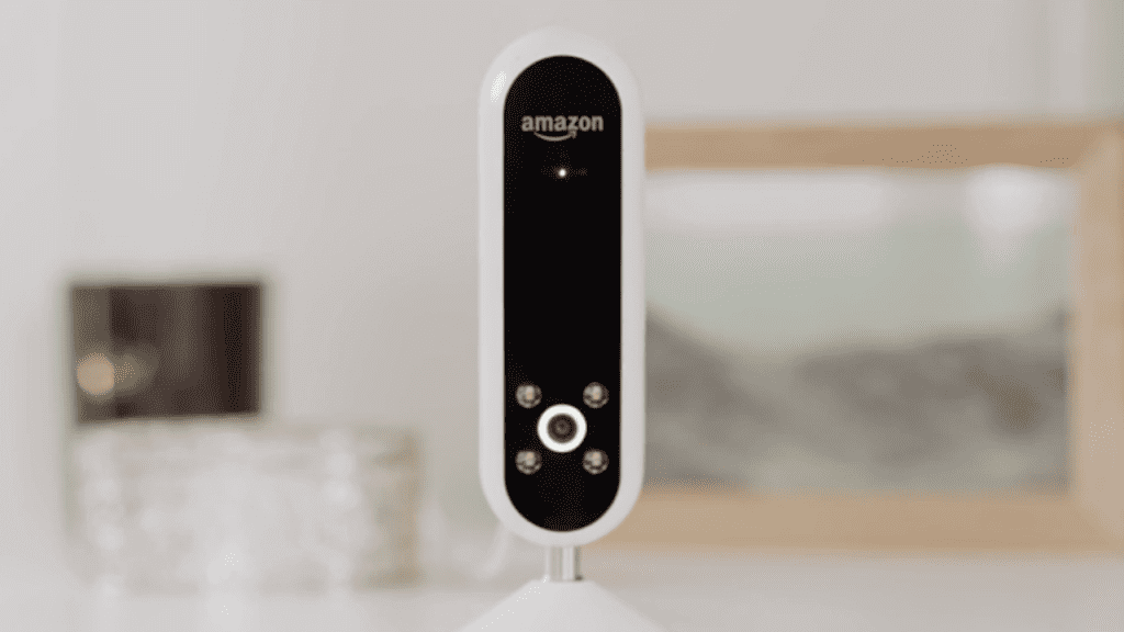 Amazon Echo Look Takes Selfies and Gives Fashion Advice