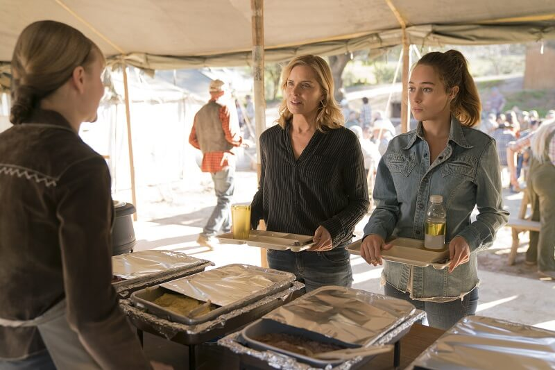 Kim Dickens as Madison Clark, Alycia Debnam-Carey as Alicia Clark - Fear the Walking Dead