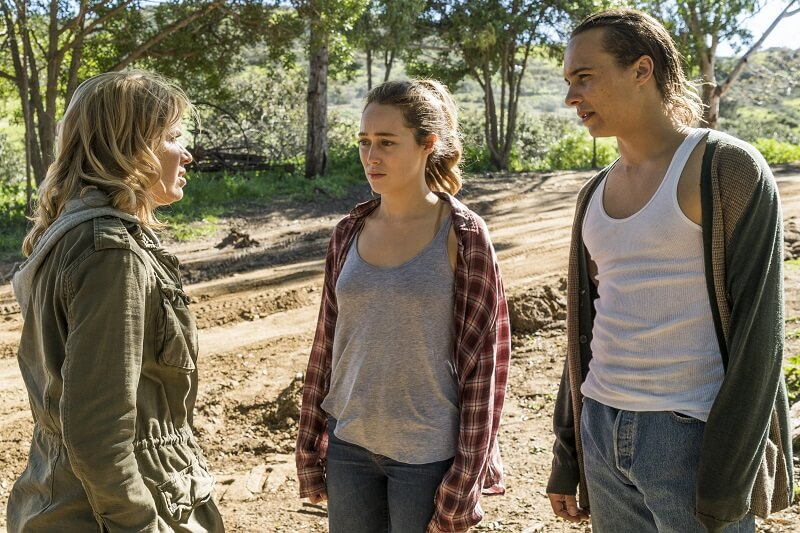 Alycia Debnam-Carey as Alicia Clark, Frank Dillane as Nick Clark, Kim Dickens as Madison Clark - Fear the Walking Dead _ Season 3, Episode 5 - Photo Credit: Richard Foreman, Jr/AMC