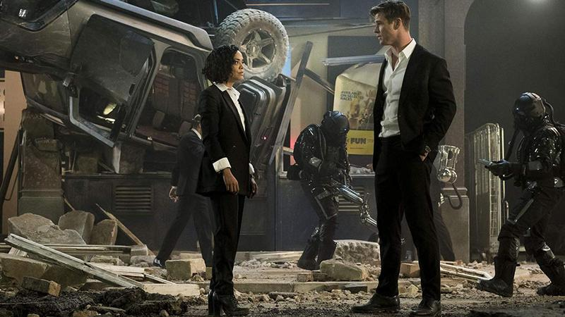 Chris and Tessa talk during aftermath of battle in Men In Black: International