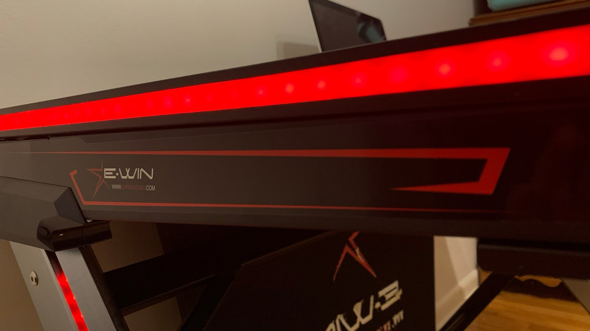E-WIN 2.0 RGB Gaming Desk Review: Gaming in Style!