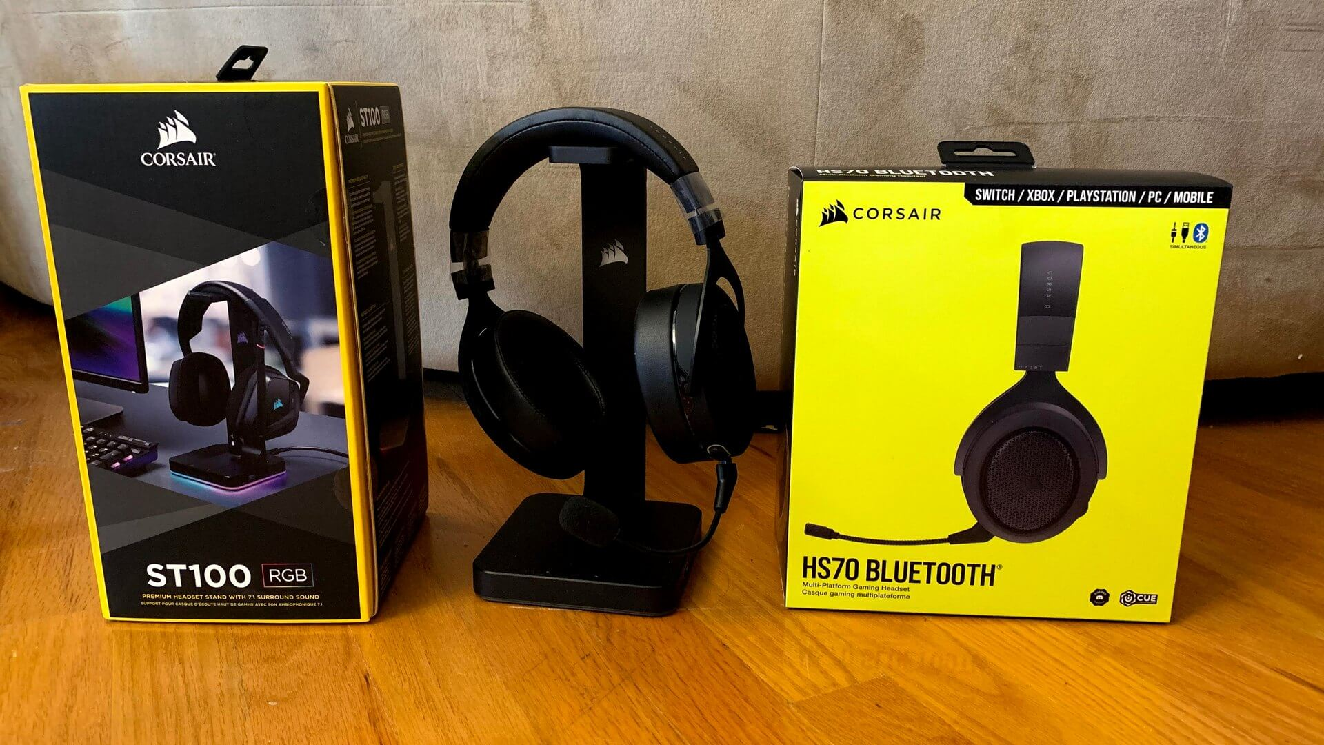 Corsair HS70 Bluetooth Headset and ST100 RGB Premium Stand Review